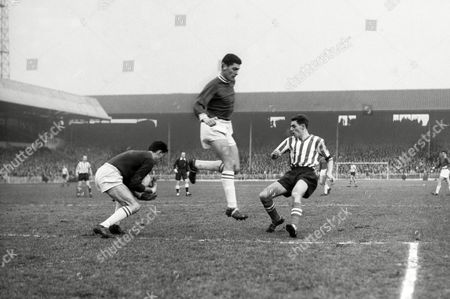 William 'Billy' Russell (Sheffield United) Alan Young and Peter Bonetti (Chelsea) 20 / 1/ 62 Sheffield United v Chelsea 1961 / 62 season Sheffield United v Chelsea