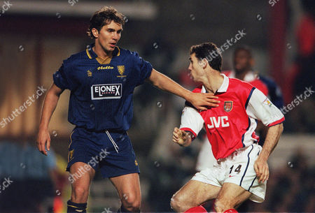 Stewart Castledine (Wimbledon) Martin Keown (Arsenal) Arsenal v Wimbledon 19/4/99 1998 / 99 season Credit : Colotsport Arsenal 5 Wimbledon 1