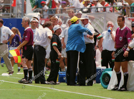 Manager Jack Charlton argues with the 4th official as there is confusion over John Aldridge (Republic of Ireland) preparing to come on as a substitute Republic of Ireland v Mexico World Cup Finals USA 24/06/1994 WC1994 Grp D: Mexico 2 Eire 1