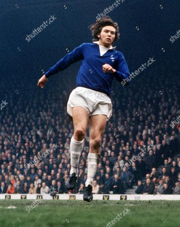George Telfer (Everton) Liverpool v Everton 22/2/1975 Liverpool 0 Everton 0