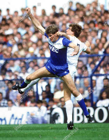 Ian Marshall (Everton) Mark Falco (Spurs) Tottenham Hotspur v Everton 26/8/85 Spurs 0 Everton 1