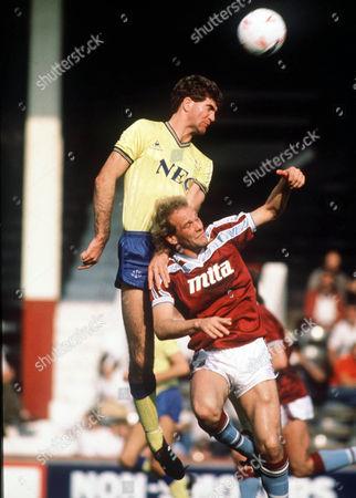 Ian Marshall (Everton) Andy Gray (Villa) Aston Villa v Everton 28/09/1985 A Villa 0 Everton 0