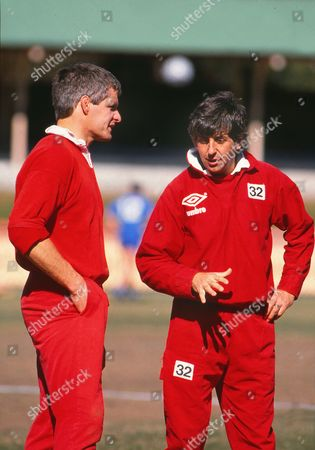 Rugby Union - 1989 British Lions Tour of Australia Lions coach Ian McGeechan talks to captain Finlay Calder during a training session 1989 Lions Tour of Australia