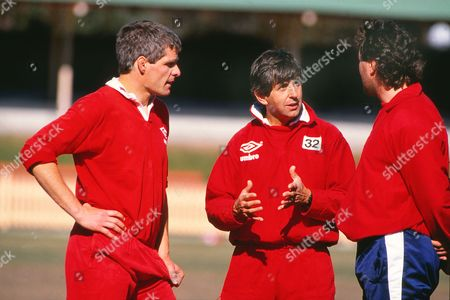 Rugby Union - 1989 British Lions Tour of Australia Lions coach Ian McGeechan talks to Mike Teague right and captain Finlay Calder 1989 Lions Tour of Australia