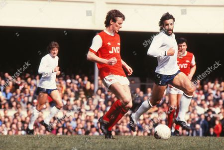 Graham Rix (Arsenal) Ricky Villa (Spurs) Arsenal v Tottenham Hotspur 12/04/1982 Arsenal 1 Spurs 3