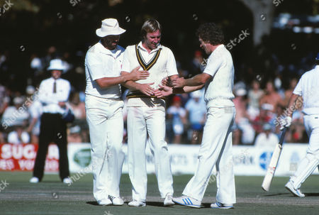 L to R Graham Gooch John Lever (wicket taker) and Richard Ellison England Rebel Tour to South Africa 1982 England XI Rebel Tour to SA, March 1982