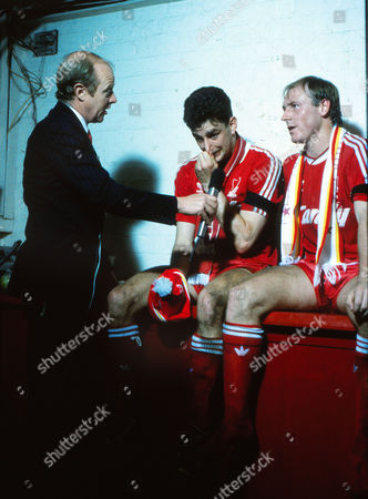 Football : HILLSBOROUGH Liverpool players John Aldridge and Steve McMahon are interviewed after the match by TV Commentator Tony Gubba 07/05/1989 FA CUP SEMI FINAL Replay LIVERPOOL V NOTTINGHAM FOREST FAC Liverpool v Nottingham Forest