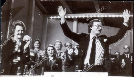 Margaret Thatcher Leads Standing Ovation For John Gummer At The Conservative Party Conference. John Gummer Baron Deben. Conservative Party Politician Formerly Member Of Parliament (mp) For Suffolk Coastal Now A Member Of The House Of Lords. Pkt4705-332016 Original Print Held In Kensington.