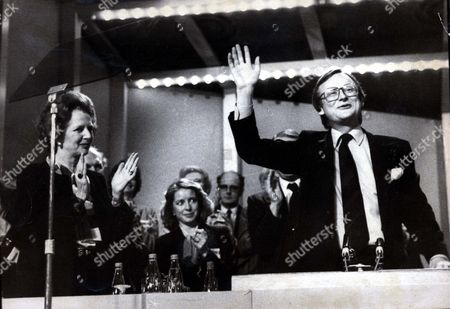Margaret Thatcher Leads Standing Ovation For John Selwyn Gummer At The Conservative Party Conference.. John Selwyn Gummer Baron Deben. Conservative Party Politician Formerly Member Of Parliament (mp) For Suffolk Coastal Now A Member Of The House Of Lords. Pkt4704-351197 Original Print Held In Kensington.