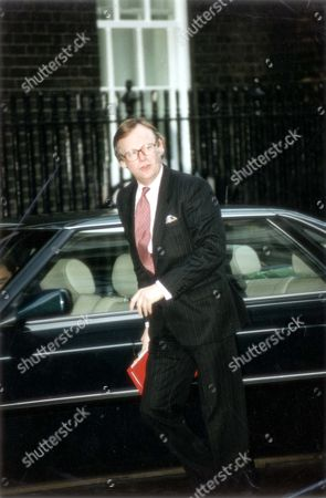 John Selwyn Gummer Baron Deben. Conservative Party Politician Formerly Member Of Parliament (mp) For Suffolk Coastal Now A Member Of The House Of Lords. Arriving At Downing Street For Cabinet Meeting. Pkt4706-331922 Original Print Held In Kensington.
