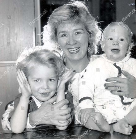 Stock Image of Mrs Kathy Gyngell Wife Of Channel 4 Boss Bruce Gyngell With Their Two Children Adam And Jamie. Pkt1766 - 126513 Original Print Held In Kensington.