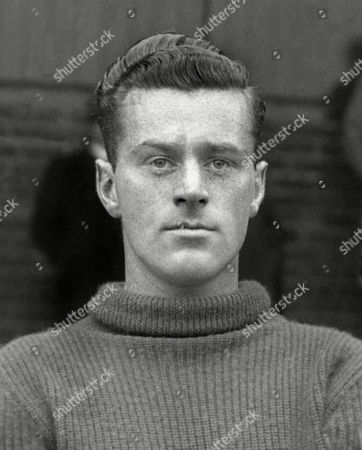 Joe Coen (Luton Town) 1939/1940 Played 3 times for Celtic before joining Bournemouth He was training to be a pilot on the outbreak of War when he was killed in a flying accident Football Joe Coen (Luton Town)