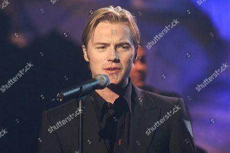 ROWAN KEATING AT THE 1999 RECORD OF THE YEAR AWARDS