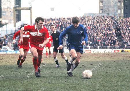 Charlie Cooke (Chelsea) John Craggs (Midd) Chelsea v Middlesbrough; 22/03/1975 Football Chelsea 1 Middlesbro 2