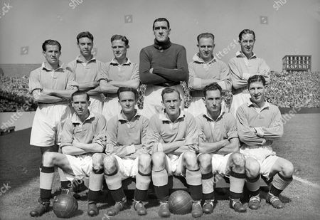 Football - 1949 / 1950 First Division - Portsmouth 1 Manchester City 1 Manchester City Team Group before the game at Fratton Park Back (left to right): James 'Jimmy' Munro Joe Fagan William 'billy' Walsh Frank Swift Bert Sproston George Smith Front: Billy Linacre Andrew Black Eric Westwood Albert Emptage Roy Clarke Manchester City - 1949/50