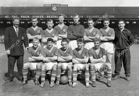 Football - 1958 / 1959 First Division - Bolton Wanderers 4 Leeds United 0 The Leeds United team group before the game at Burnden Park on 23/8/58 Back (left to right): Mr W Lambton (acting caretaker Manager) R Forrest J Dunn Jack Charlton Royden Wood G Hair A Gibson Ivor Powell (trainer) Front: C Crowe N Peyton W Cush G O'Brien J Overfield Leeds United - 1958/59