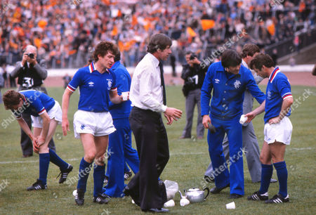 John Greig Rangers manager talks with Willie Henderson with Sandy Jardine (left) before extra time Glasgow Rangers v Dundee united Scottish Cup Final 1981 09/05/1981 Glasgow Rangers v Dundee united Scottish Cup Final