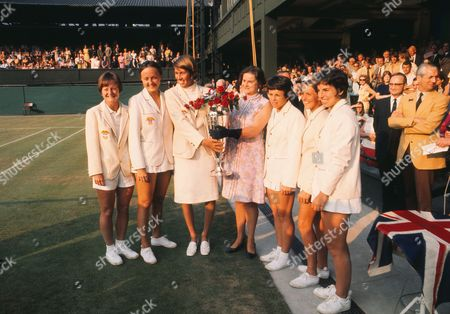 Tennis - 1970 Wightman Cup - Wimbledon The victorious USA team with the trophy Left to right Nancy Richey Peaches Bartkowicz Doris Hart (team manager) ---- Billie Jean King Mary Anne Curtis Julie Heldman The USA beat Great Britain 4-3 14/06/1970 1970 Wightman Cup