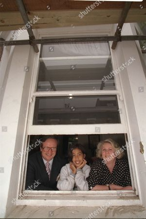 Justin Urquhart Stewart Of Seven Investment Management With Wife Francesca Urquhart Stewart And Daughter Tiwi Urquhart Stewart In Their Hammersmith Home 1997.