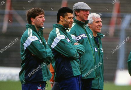 Jackie Charlton (Manager) with Ronnie Whelan and Paul McGrath during training 26/03/1990 Republic of Ireland training session Pre Scotland game FootballCredit : Andrew Cowie / Colorsport Scotland v Eire