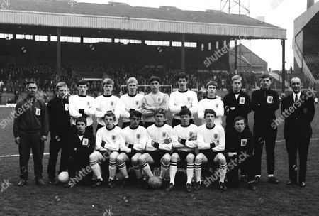 Football - 1966 / 1967 season - England School Boys vs Scotland School Boys The England School Boys Team Group for the Victory Shield at Old Trafford Back Row (left to right): T Saunders (trainer) G Jones (reserve) D Dangerfield Len Cantello M Simmonds G Crudgington R Pitt S Howie Steve Whitworth D Rogers (Reserve) Mr E King (team manager) Front: L Millerchip (reserve) A Towers D Spencer Tommy Taylor Steve Perryman W Kenny P Cuff (reserve) England Schoolboys - 1966/7