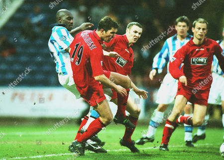 Stewart Castledine - Wimbledon Wayne Allison (Hudd) Huddersfield Town v Wimbledon FA Cup 4th rd 24/01/1998 FA Cup R4: Huddersfield 0 Wimbledon 1