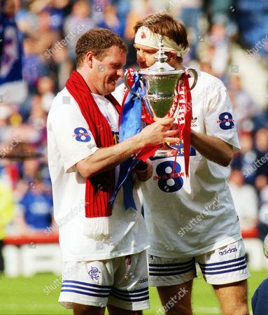 FOOTBALL - Paul Gascoigne and Richard Gough celebrate winning the Scottish league Championship title with the trophy 28/04/1996 Glasgow Rangers 3:0 Aberdeen Rangers 3:0 Aberdeen