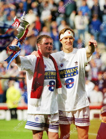 FOOTBALL - Paul Gascoigne and Richard Gough celebrate winning the Scottish league Championship title with the trophy 28/04/1996 Glasgow Rangers 3:0 Aberdeen Rangers 3:0 Aberdeen