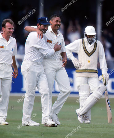Cricket : Phil DeFreitas - England celebrates his wicket with Graham Gooch England v Pakistan One day International at Lords 22/08/1992 England v Pakistan