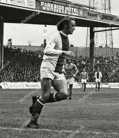 Football : Ian Hutchinson (Chelsea) Playing in their 'Ajax style Away Kit' Manchester city v Chelsea 05/10/1974 Man City 1 Chelsea 1