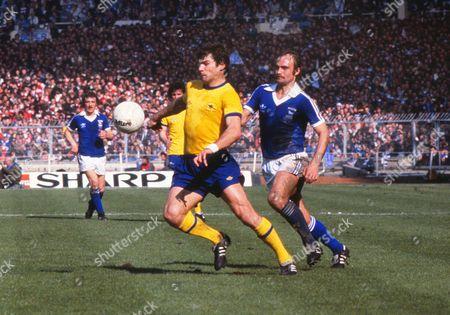 Mick Mills (Ipswich) Malcolm MacDonald (arsenal) Ipswich Town v Arsenal FA Cup Final Wembley Stadium 06/05/1978 1978 FA Cup Final: Ipswich 1 Arsenal 0