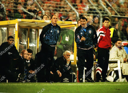 Graham Taylor (England Manager) urges his players on with Assistant Phil Neal (left) Holland v England World Cup Qualifier in Rotterdam 13/10/1993 WC1994 Qual: Holland 2 England