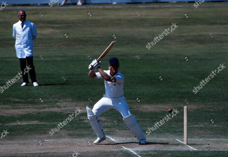 Cricket - 1981 Ashes Series Third Test Headingley - England vs Australia England's Graham Dilley batting on the way to 56 during his famous match-turning 117-run stand with Ian Botham 1981 Ashes