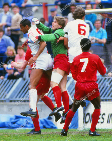 Football : Crystal Palace v Oldham Athletic 25/04/1987 Andy Goram - Oldham goalkeeper challenges Mark Bright He was a Scotland International and started as a reserve at West Bromwich Albion Crystal Palace v Oldham