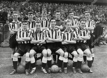 Football - 1956 / 1957 First Division - Preston North End 1 Newcastle United 0 Newcastle United team group before kick-off at Deepdale on 29/09/1956 Back (left to right): Stanley Keery Harry Taylor (uncle to Everton player Howard Kendall) Richard 'Dick' Keith Ron Simpson Ron Batty Charlie Crowe Front: Reg Davies Vic Keeble Bob Stokoe George Hannah Robert 'Bobby' Mitchell Newcastle United - 1956/57