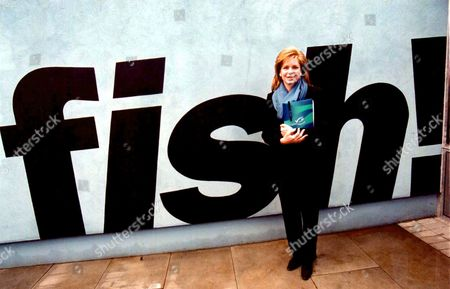 """QUEEN NOOR OF JORDAN AT THE LAUNCH OF THE FIRST SEAFOOD PRODUCTS CERTIFIED BY THE MARINE STEWARDSHIP COUNCIL ( MSC ) AT """" FISH ! """" RESTAURANT IN LONDON"""