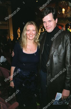 ANNABEL HESELTINE AND HUSBAND AT THE REDUCED SHAKESPEARE COMPANY PERFORMANCE OF COMPLETE WORKS OF WILLIAM SHAKESPEARE ABRIDGED , CRITERION THEATRE , LONDON