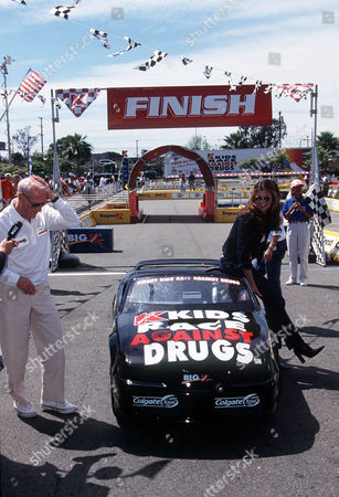 K - MART FAMILY FOUNDATION KIDS RACE AGAINST DRUGS CHARITY BENEFIT AT CARSON CITY - PAUL NEWMAN AND KATHY IRELAND