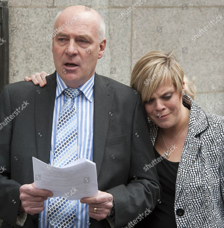 Robert Dowler And Daughter Gemma Dowler At The End Of The Millie Dowler Murder Trial. Levi Bellfield Trial Old Bailey London.