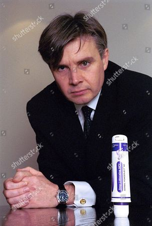 DR PAUL DRAYSON, CHAIRMAN AND CHIEF EXECUTIVE, POWDERJECT, 2000