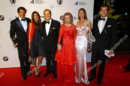 Sir Roger Moore and wife Kristina Tholstrup with family Geoffrey Moore, Loulou Moore, Christian Moore, Lara Moore