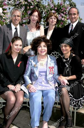 Stock Image of ELIZABETH TAYLOR WITH FAMILY - SON MICHAEL WILDING JNR AND WIFE BROOKE, CHRISTOPHER WILDING AND WIFE MARGIE, DAUGHTER MARISA CARSON BURTON AND LISA TIVE