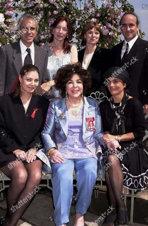 ELIZABETH TAYLOR WITH FAMILY - SON MICHAEL WILDING JNR AND WIFE BROOKE, CHRISTOPHER WILDING AND WIFE MARGIE, DAUGHTER MARISA CARSON BURTON AND LISA TIVE