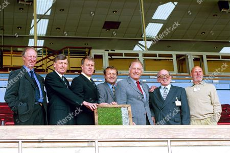 ENGLAND 1966 WORLD CUP WINNERS INCLUDING (LEFT TO RIGHT) JACK CHARLTON , MARTIN PETERS , GEOFF HURST AND NOBBY STILES (SECOND FROM RIGHT) AT THE WEMBLEY TURF AUCTION