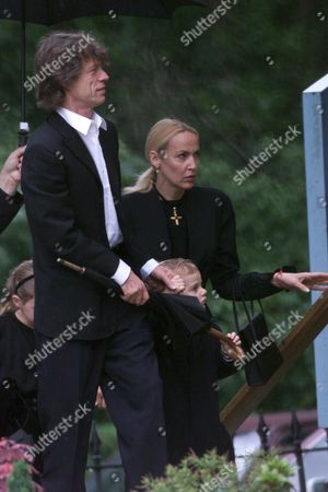 MICK JERRY , JERRY HALL AND SON GABRIEL AT FUNERAL OF MICK JAGGER'S MOTHER EVA AT CHURCH IN HAM , SURREY
