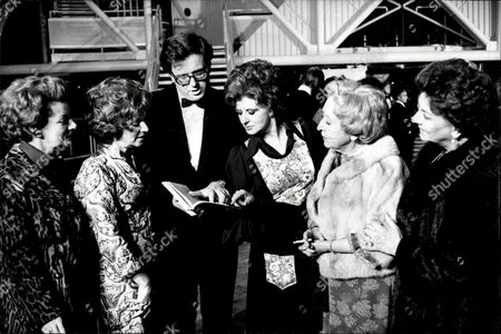 Robert Scott Leader Of The Manchester Olympic Games Bid Team Theatre Impresario Pictured With Actresses Jean Alexander Barbara Mullaney Pat Phoenix Doris Speed And Betty Driver At The Royal Exchange.