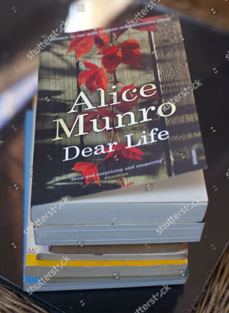 Canadian writer Alice Munro wins 2013 Nobel Prize for Literature