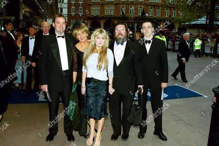 THE CAST OF 'THE ROYLE FAMILY' AT THE WORLD ROYAL PREMIERE OF 'MAYBE BABY' AT LEICESTER SQUARE, LONDON.