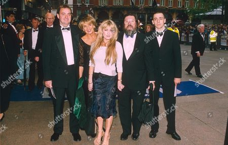THE CAST OF THE TV SERIES '' THE ROYLE FAMILY ''