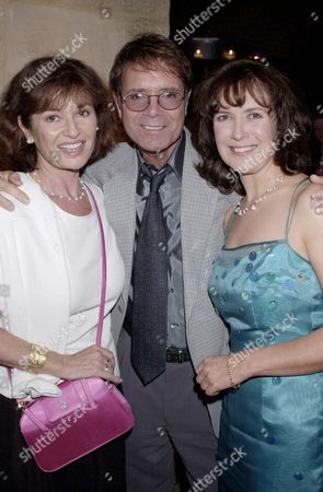 "CLIFF RICHARD AND STEPHANIE BEACHAM WITH HELEN HOBSON AT THE PARTY FOR THE NEW PLAY ""MINDGAME"""